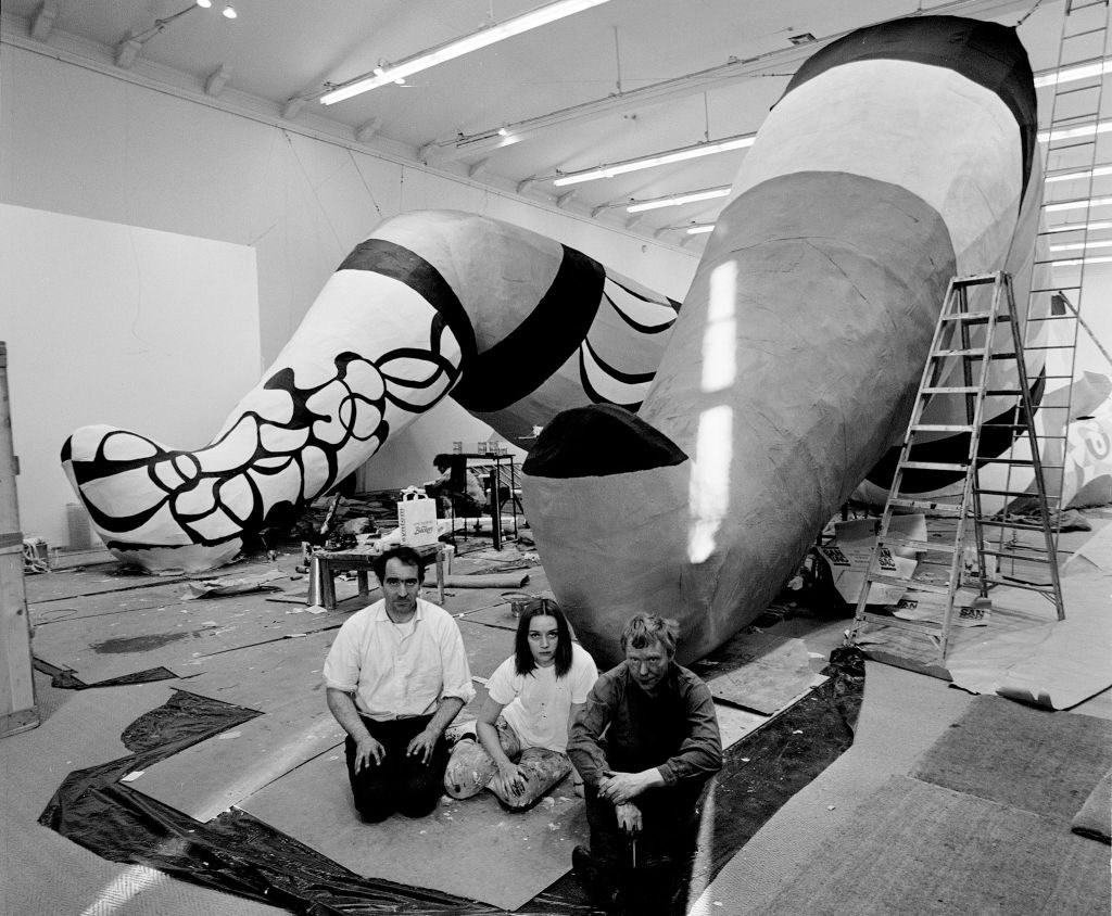 Sculptor Niki de Saint-Phalle (C) with fellow artists Jean Tinguely (L) and Per Olof Ultvedt (R) during the construction of their giant sculpture <i>She-a cathedral</i> at the Museum of Modern Art in Stockholm. Photo: Hans Erixon/Scanpix Sweden/AFP Photo via Getty Images.